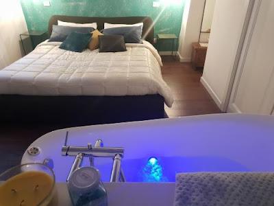 Vacanze e gite in Toscana,Week end Relax in provincia di Siena,Camere con vasca idromassaggio a tua disposizione.