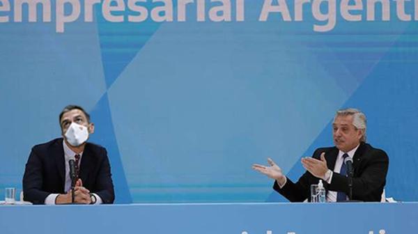 Alberto Fernandez con Pedro Sanchez