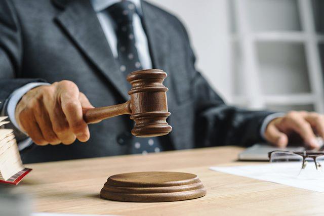 Dist Judge used accused car | ಆರೋಪಿಯ ಐಷಾರಾಮಿ ಕಾರು ಬಳಸಿದ ಜಿಲ್ಲಾ ನ್ಯಾಯಾಧೀಶರು: ಮರೆಯಲಾರದ ಶಿಕ್ಷೆ ನೀಡಿದ ಹೈಕೋರ್ಟ್!