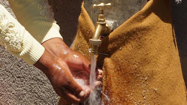 Suministro de agua en Achacachi