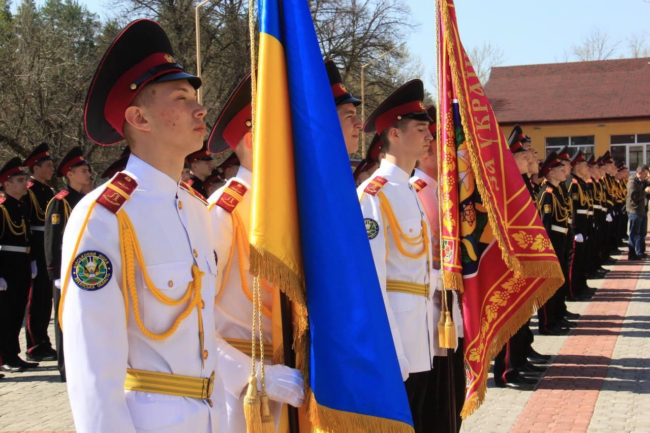 Луганським кадетам подарували журнали з дівчатами