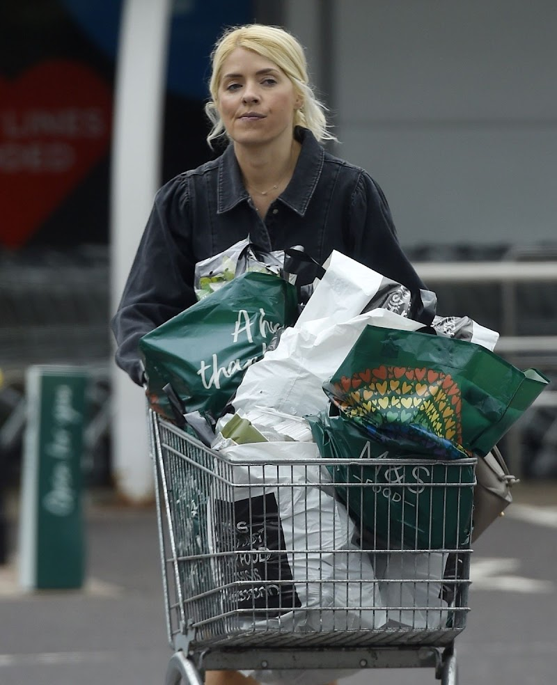 Holly Willoughby Shopping at Marks & Spencer in London 19 Jun -2020