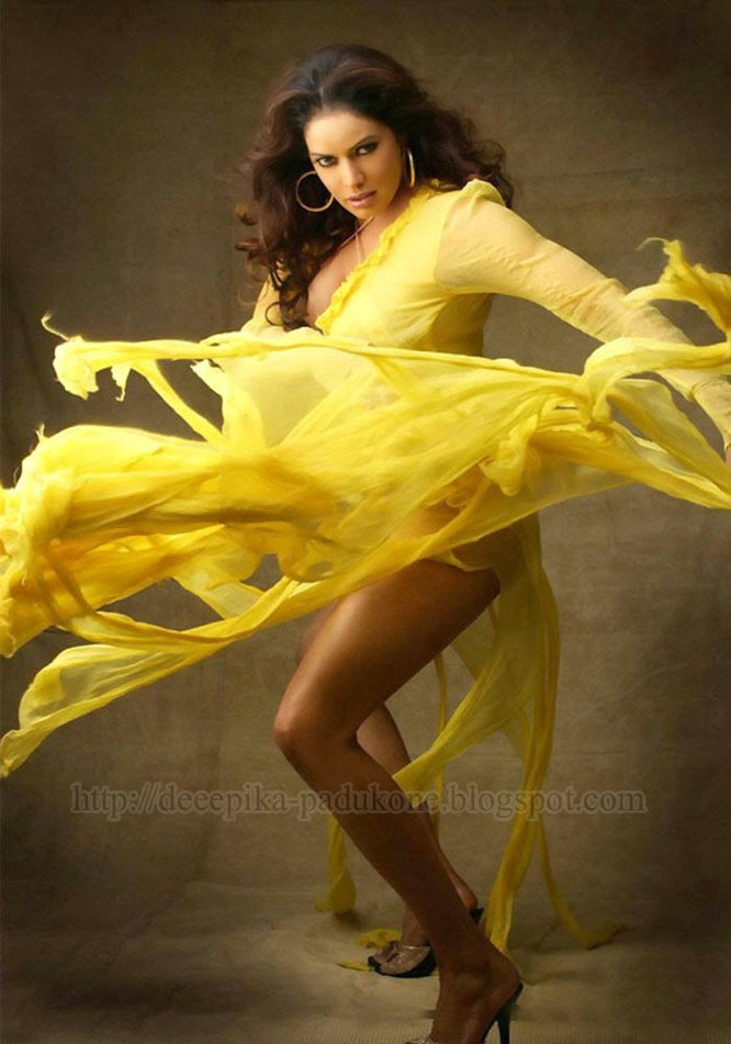 Hottest Photo Of Poonam For Legs Show In Sexy Yellow Costume
