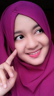 Gambar Perempuan hijab Cantik Tersenyum