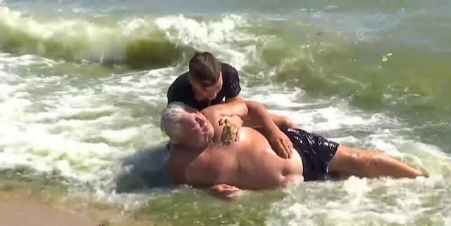 В Одессе мужчина в воде потерял сознание, но 15-летний школьник спас ему жизнь