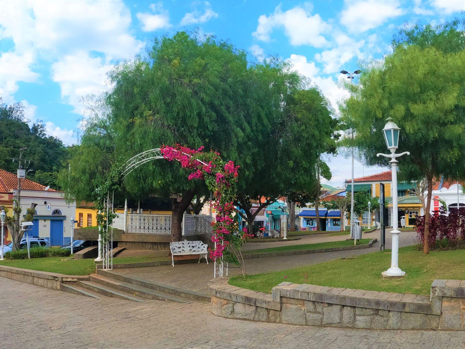 praça de cidade pequena