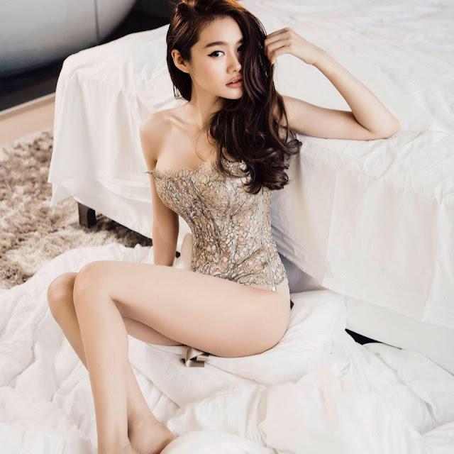 Á Hâu Linh Chi khoe ngực khủng 5