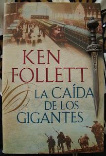 Portada del libro La caída de los gigantes, de Ken Follett