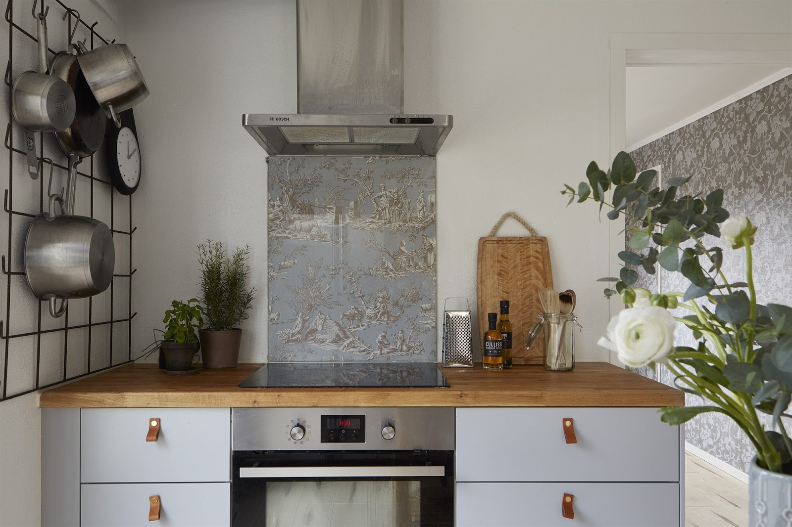 Kungsbacka kitchen -  Has Decades Old Structures That Seem Unforgivable To The Modern Eye But Really All It Takes Is A Little Imagination Take This Ol Country Kitchen