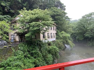 川の家全景