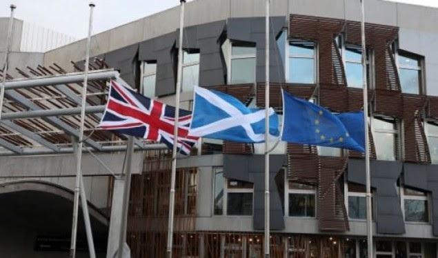 La Scozia vuole indipendenza / voti del Parlamento per referendum