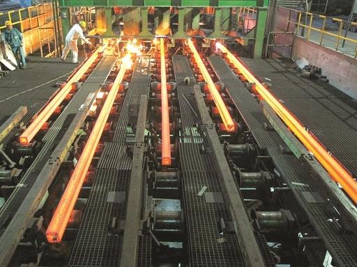 Sản lượng thép thế giới sụt giảm lần đầu sau 5 năm
