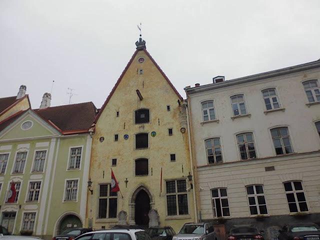 """Casa Nº 23: Linnateater, el Teatro Municipal, primera de las casas del conjunto de casas """"Tres Hermanos"""" (Tallinn) (@mibaulviajero)"""