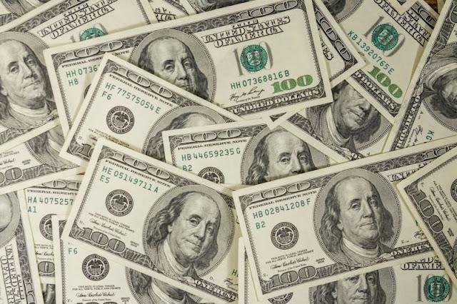 Dólar chega a R$ 4,40 pela primeira vez na História