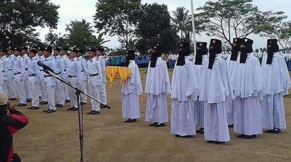 MASYA ALLAH! Kenakan Niqob Saat Kibarkan Bendera Pusaka, Foto Pasukan Paskibraka Bercadar Langsung Viral