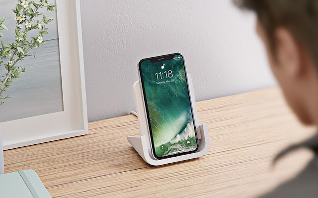 logitech-powered-iphone-wireless-charging-stand