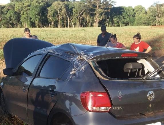 Condutor capota veículo na estrada entre Roncador e Mato Rico