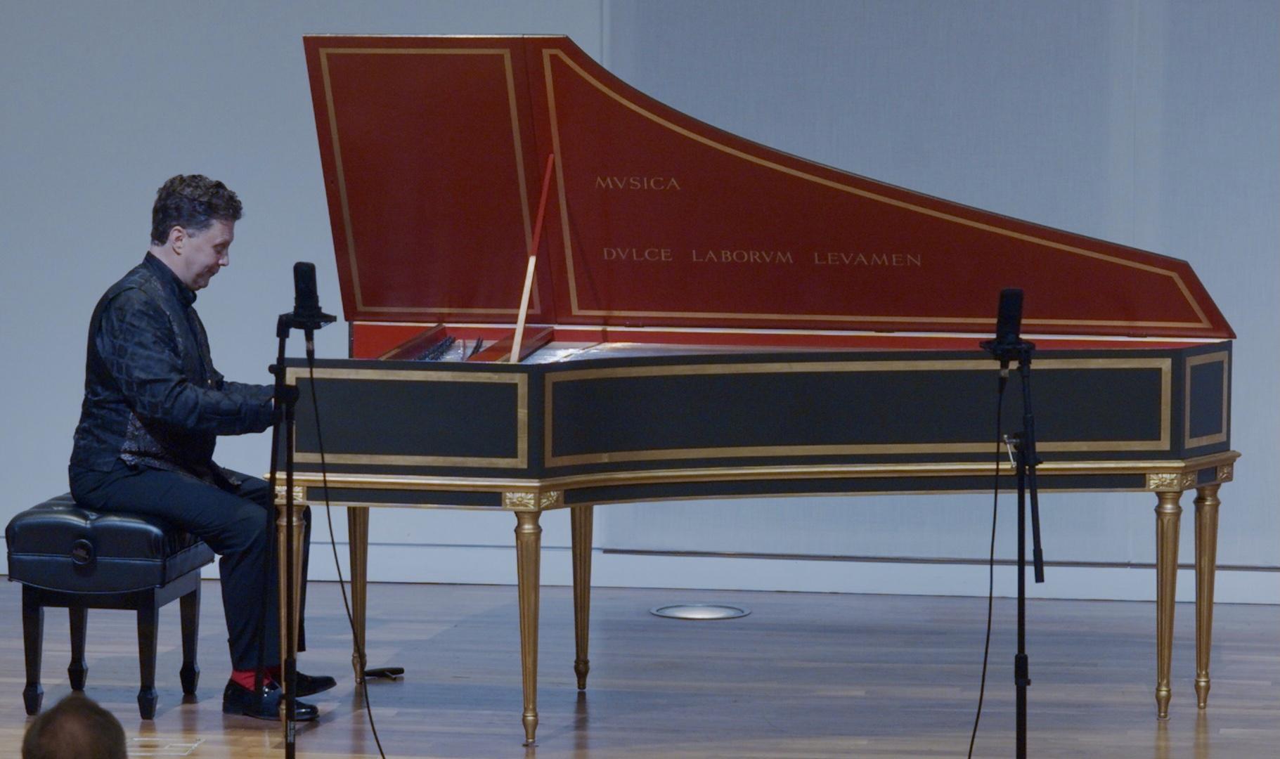 IN REVIEW: harpsichordist JORY VINIKOUR in recital with Capriccio Baroque, 18 September 2021 [Photograph © by Capriccio Baroque; used with permission]