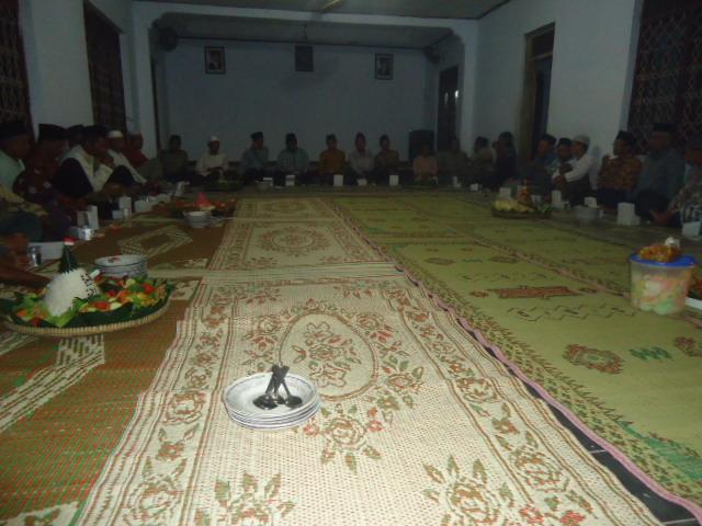 HUT RI ke-70; Desa Gandusari Merangkai Acara Malam Tasyakuran/Do'a Bersama dengan Lomba Tumpeng Merdeka