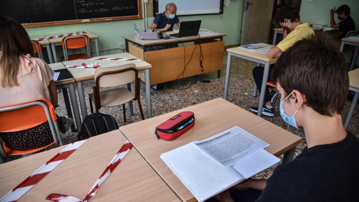 riapertura delle scuole Sicilia mascherine distanziamento vaccini Covid