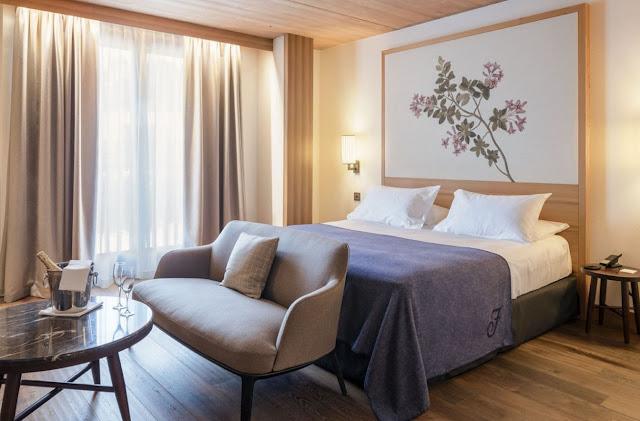 Floor to Ceiling Drapes bedroom decor ideas