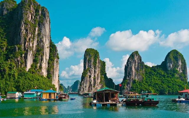Travel to Halong Bay in winter 1