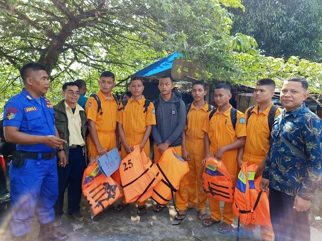 Kasubnit Binmas Perairan Sat Polairud Polres Tanjung Balai Sampaikan Pesan Kamtibmas Kepada Anak Sekolah SMK 1 Perikanan Tanjung BalaiN