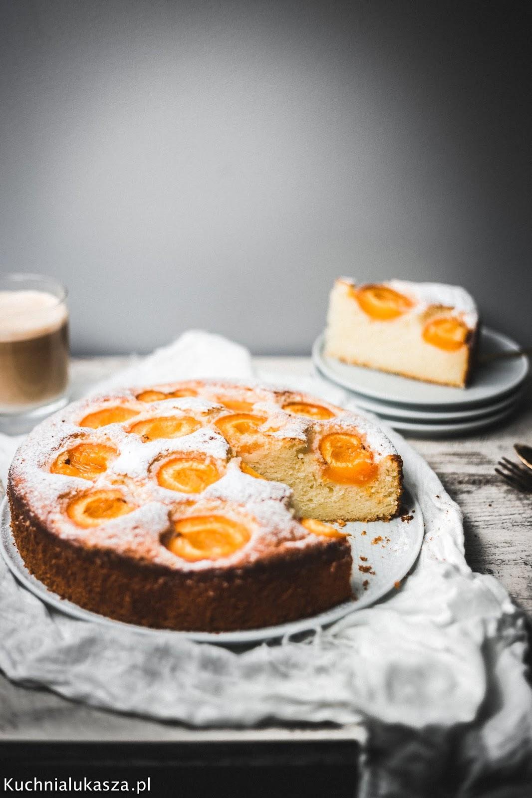 Wilgotne ciasto cytrynowe z ricottą i morelami