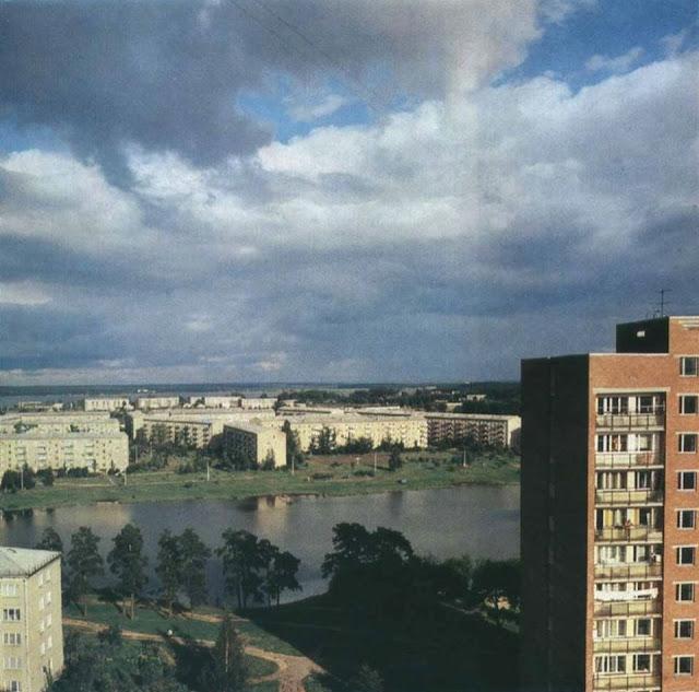 1970-е годы. Югла. Чертовое озеро (Velnezers). У горизонта озеро Юглас