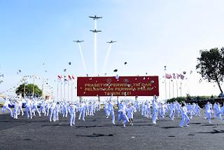 Presiden RI lantik 101 perwira tni AAL di istana negara jakarta