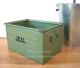 Venta de cajas metálicas antiguas para decoración estilo industrial