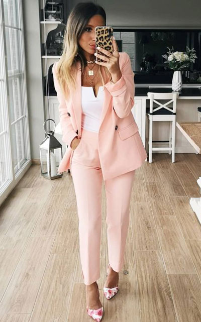 Blazers one of those important wardrobe staples that everyone should have. See these 22 Catchy Blazer Outfits to Stand Out from The Crowd. Coat + Jacket Outfits via higiggle.com | soft pink blazer set for work | #blazer #jacket #casualoutfits