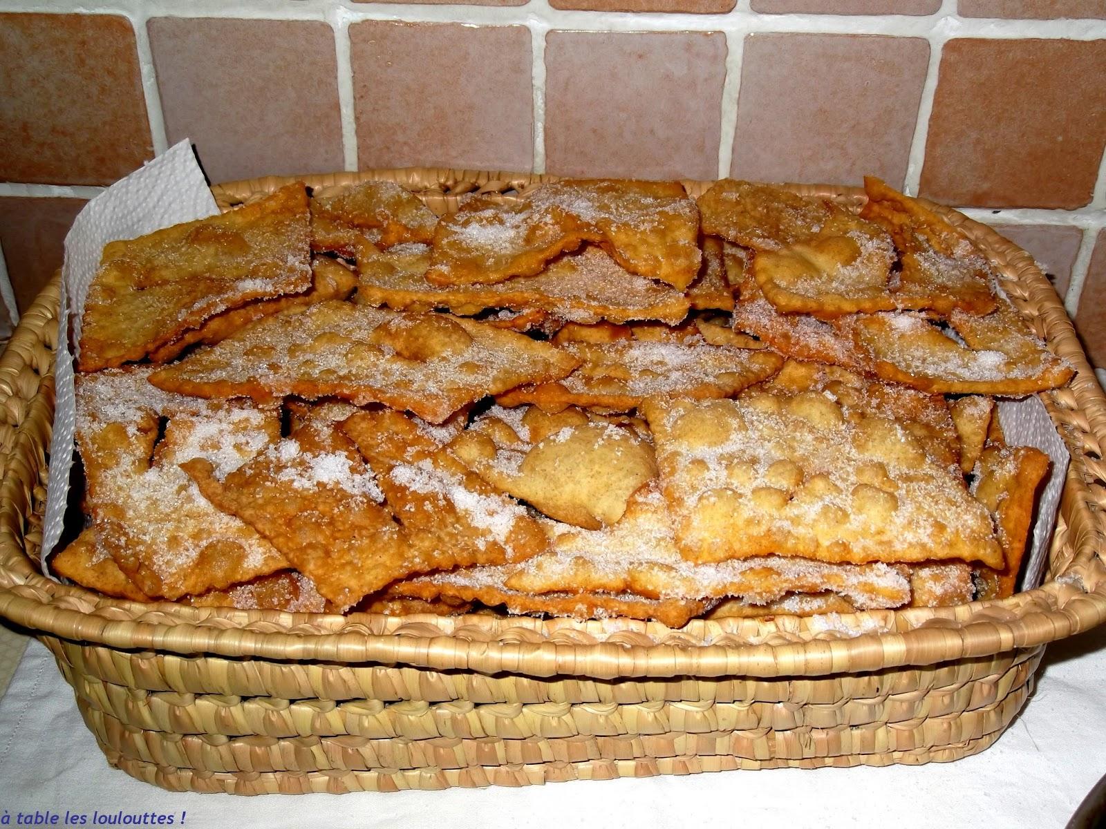 A table les loulouttes  les merveilles de Provence oreillettes ou ganses de Nol