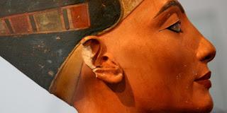 Rejtélyes objektumokat találtak Tutanhamon sírjának rejtett kamráiban