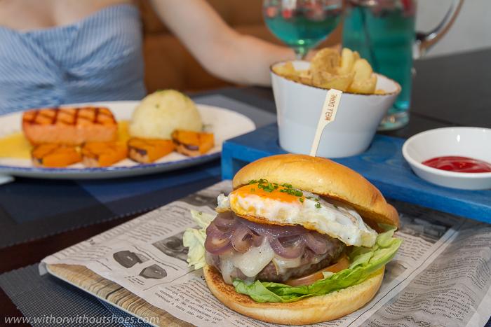 """Hamburguesa Fifth Avenue"""" con huevo frito, salsa de trufa, queso taleggio, cebolla asada, tomate y lechuga"""