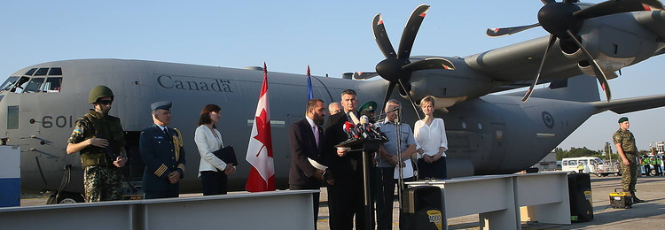 Канадський військово-транспортний літак C-130 Hercules доставив сьогодні до Харкова засоби захисту
