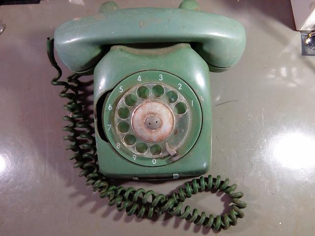Telefone de disco antigo verde