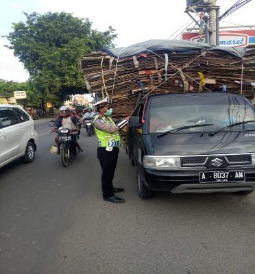Antisipasi Terjadinya Lakalantas, Satlantas Polres Serang Kabupaten Tindak Tegas Kendaraan Over Load