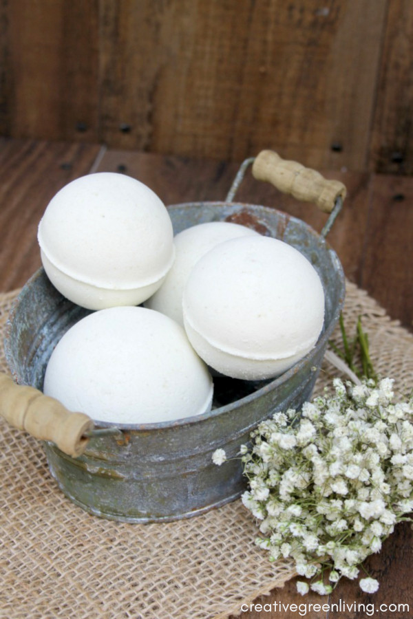 Learn how to make bath bombs! This Lush bath bomb recipe is inspired by the Lush AvoBath bath bomb.It uses fresh avocado and essential oils to make a yummy lush inspired DIY bath bomb. This is one of the best DIY Lush bath bomb recipes! Learn how to make bath bombs where you can customize the scents and colors. #creativegreenliving #bathbombs #lush #lushbath #lushaddict #lushlife #lushcosmetics #bathbombrecipe #DIYbeauty