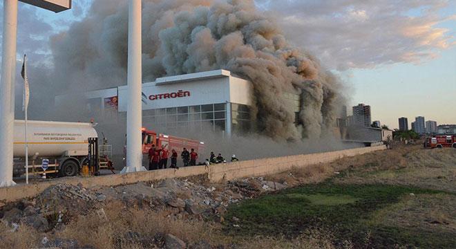 Diyarbakır'da mobilya mağazasında büyük yangın