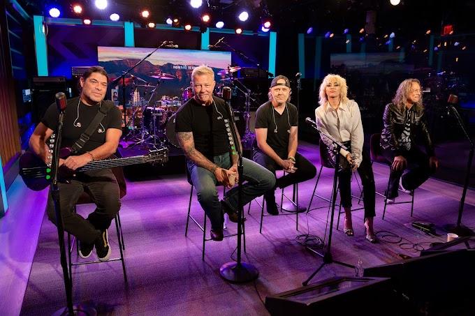 Mira aquí la presentación de Metallica junto a Miley Cyrus