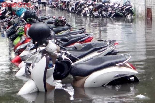 Ini Cara Tangani Motor Matik Usai Terendam Banjir