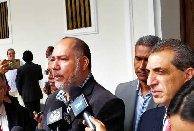 William Anseume (APUSB): El Gobierno amenaza con meter presos a los rectores