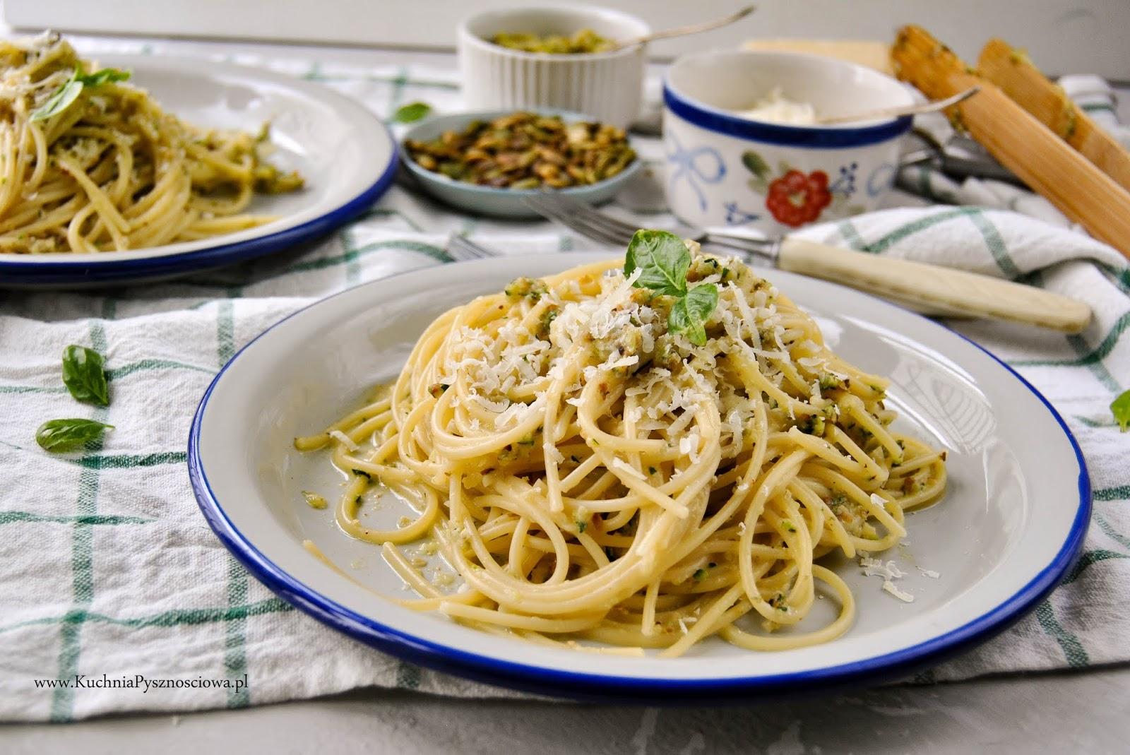 735. Spaghetti z pesto z cukinii