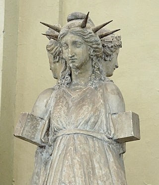 Hekate tri-form statue