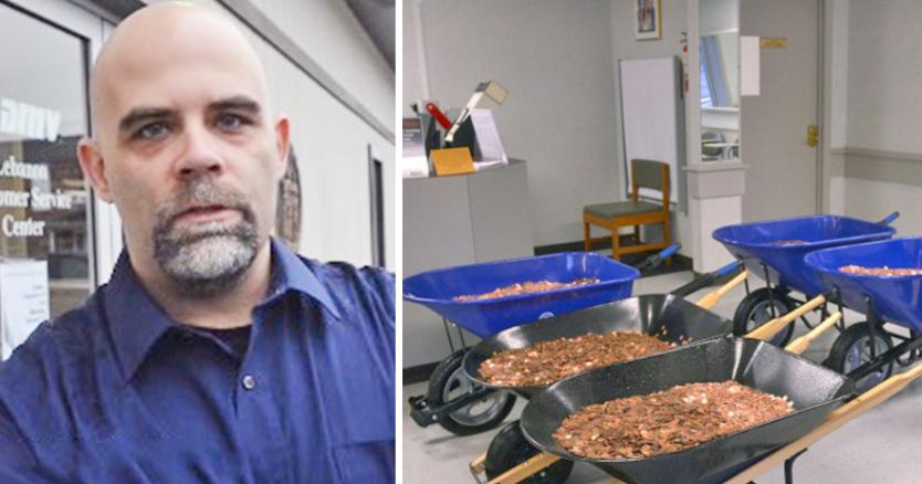 Άντρας κουβάλησε 5 καρότσια με κέρματα για να πληρώσει φόρο 2.600 ευρώ