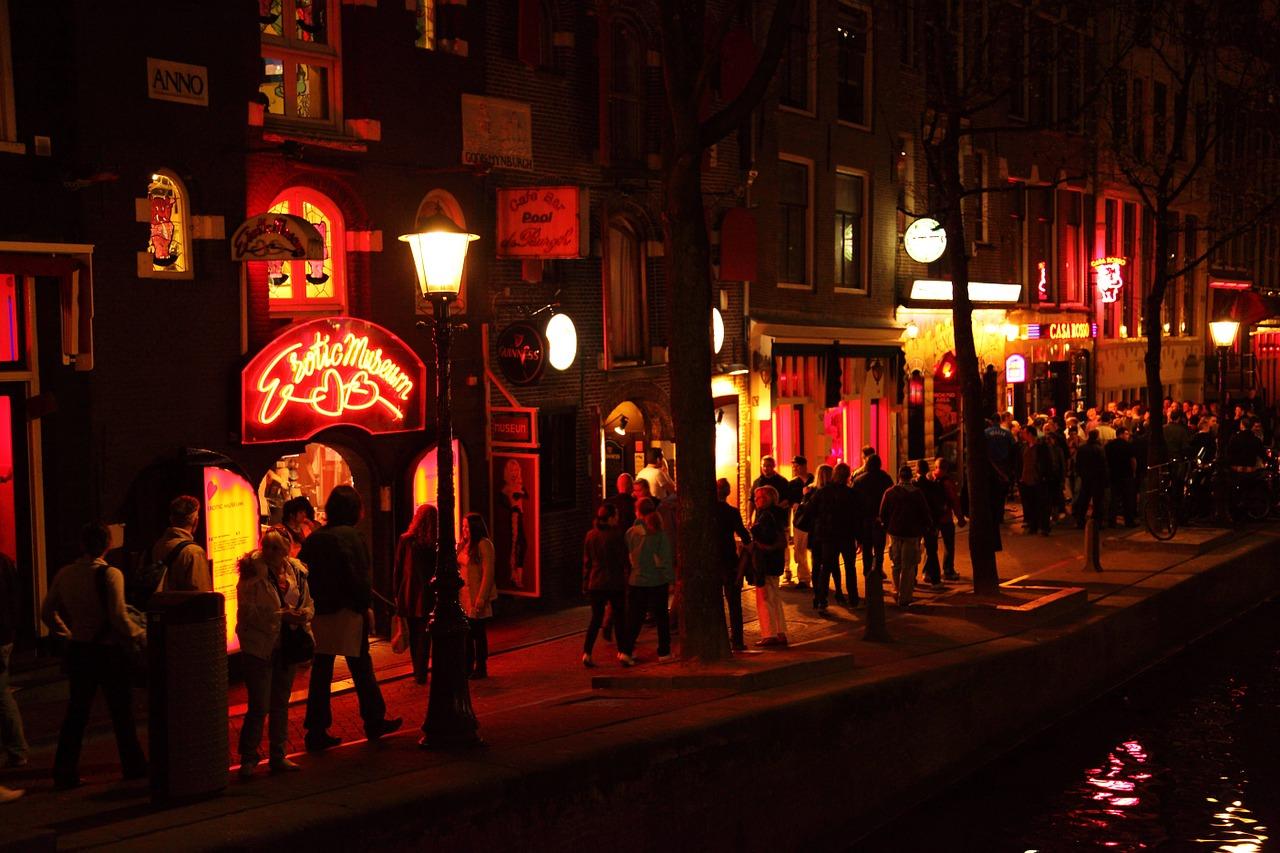 amsterdam-tourists