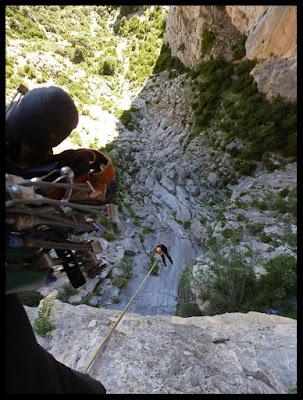 Rapelando de la vía Clásica de Verano en Peña Montañesa