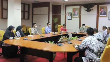 Walikota Zul Elfian Umar Audiensi dengan PGRI Kota Solok