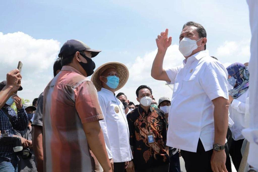 Dihadapan Menteri Trenggono, Petambak Garam Kebumen Wadul Butuh Rumah Kaca